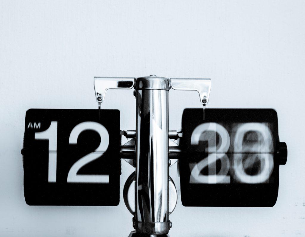 Na zdjęciu uchwycony moment zmiany liczby minut na zegarze.